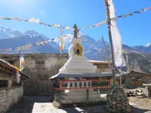 estupa budista en Pisang, ruta de los Annapurnas