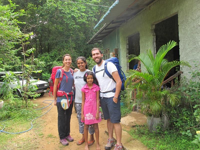 Familia local en Sigiriya