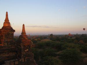 Amanece sobre Bagan.
