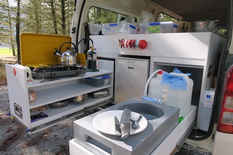 Cocina equipada en furgoneta Britz